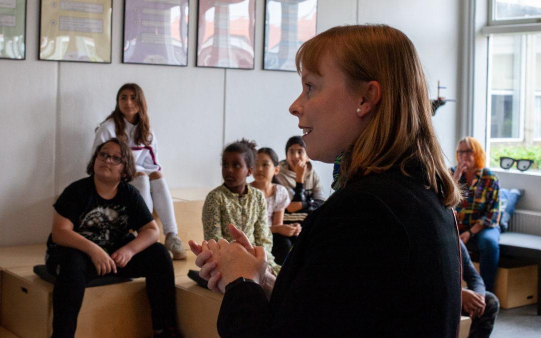 Kulturminister Joy Mogensen laver beats med Strøm til Børn